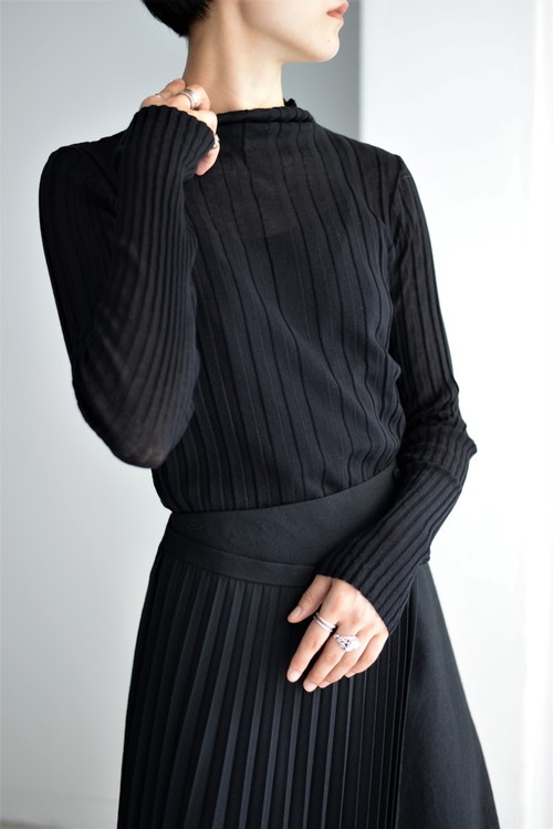 UNDECORATED / CO SHEER RIB TOP (black)
