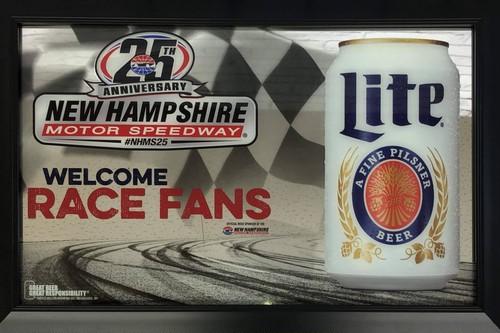 品番0118 パブミラー 『Miller Lite Beer(ミラーライトビール) WELCOME RACE FANS 壁掛 アート ディスプレイ アメリカン雑貨