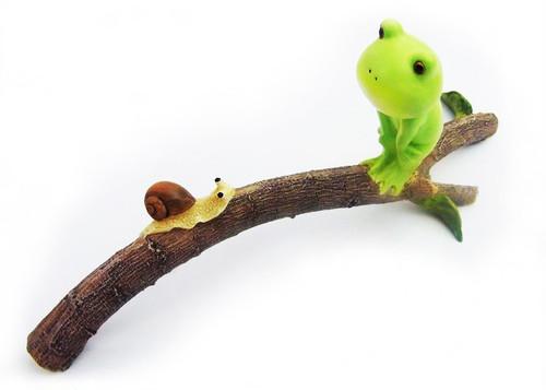 ミニ樹脂オブジェ ぽっちゃり蛙 カタツムリと枝の上  782a-1806