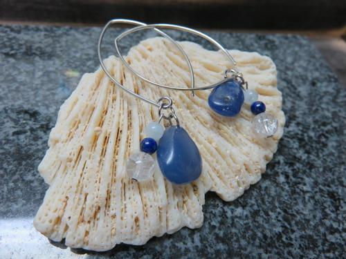 青色の天然石が綺麗な ピアス  定形外郵便料込