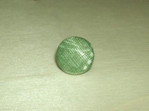 「黄緑色ドリ」柄のタイタック