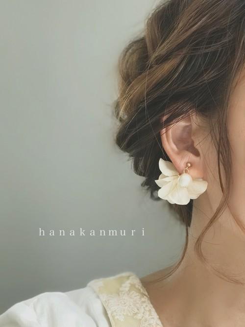 [片耳販売_6色]コットンパールと花びらの可愛いイヤリング