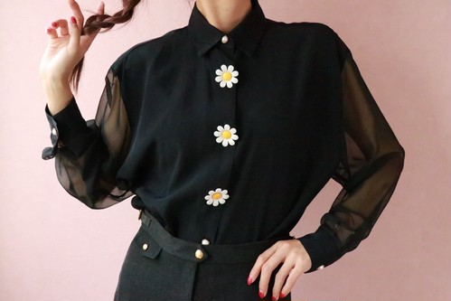 80s flower button black blouse