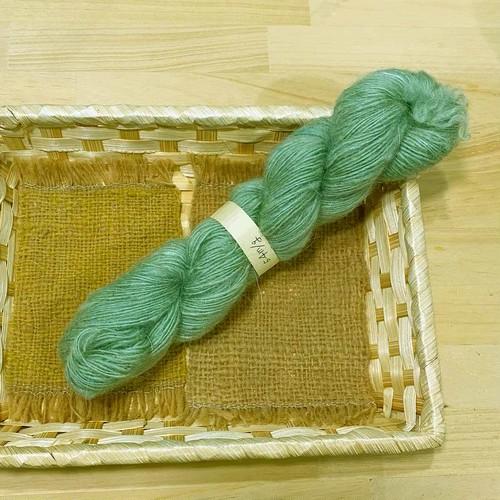 At4) ウグイス色のモヘアとシェットランドの糸