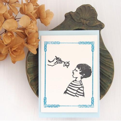 活版印刷のメッセージカード アイスを食べる少年