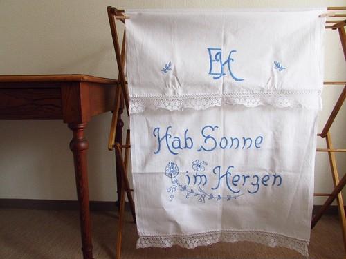 【心に太陽を】ドイツ語とブルーのお花の手刺繍 オーバータオル・カーテン/ヴィンテージ・ドイツ