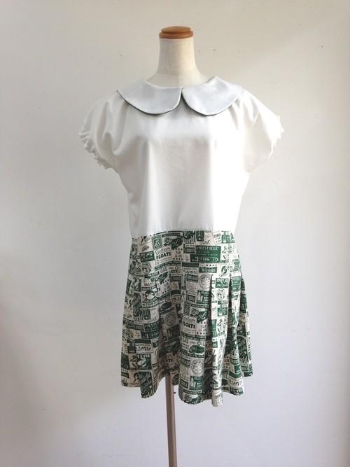 白×ヴィンテージポスター 上品なプリーツスカートのローウエスト丸襟ワンピース 一点物 半袖