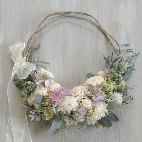 【リースブーケ】新生という花言葉のユーカリニコリが、お二人の結婚と新生活をお祝いするリースブーケ