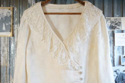 70-80's lace trimmed cache coeur Blouse