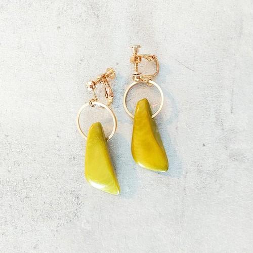 横山由依さん着用14kgf*Light Green ring Tagua Nuts pierced earring/earring タグア