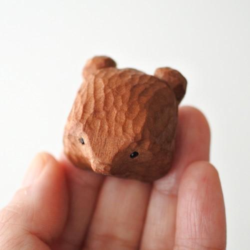 木彫りの熊のブローチ/ブラウンA