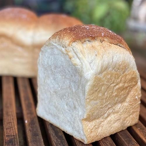 ヨーグルトの自家製酵母石窯食パン  (1斤分)
