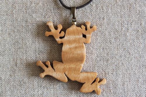 木製カエルペンダント