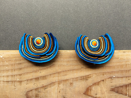 【ARRO】Turkey Tail ピアス blue