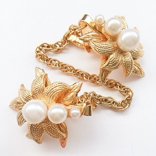 gold & pearl flower sweater clip[s-179]