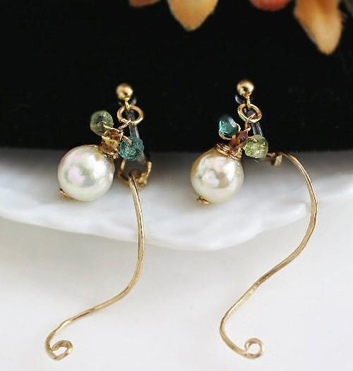 ゴールドのリボンカールと真珠の2WAYノンホールピアス