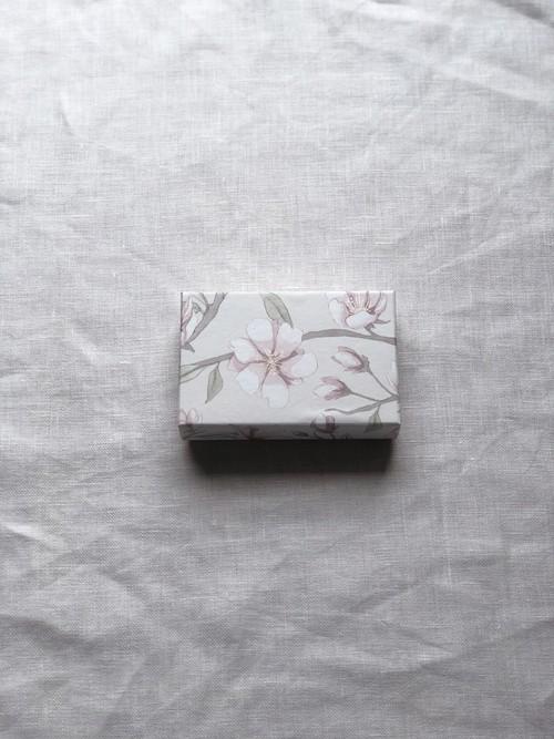 小箱<スウェーデンの紙/さくら|Sakura-White_pink01>