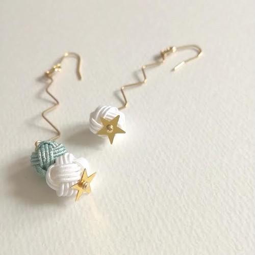 水引あわじ玉と星のスパンコールピアス(ブルー×白)