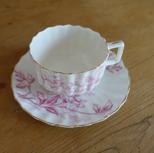古いバラのカップ