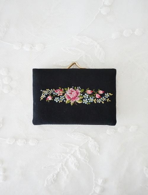 プチポアン刺繍 チャーミングなお財布