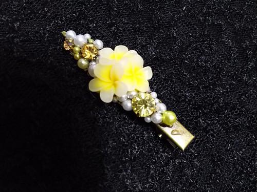 三つ花のヘアクリップ黄色