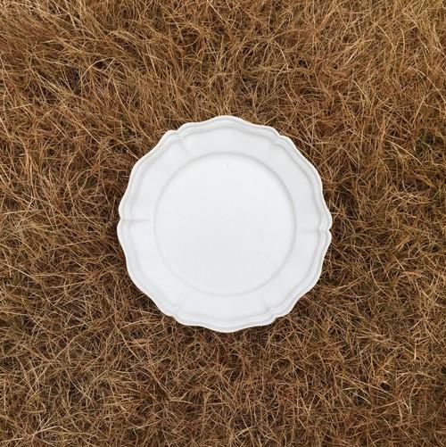 白磁輪花六弁リム皿