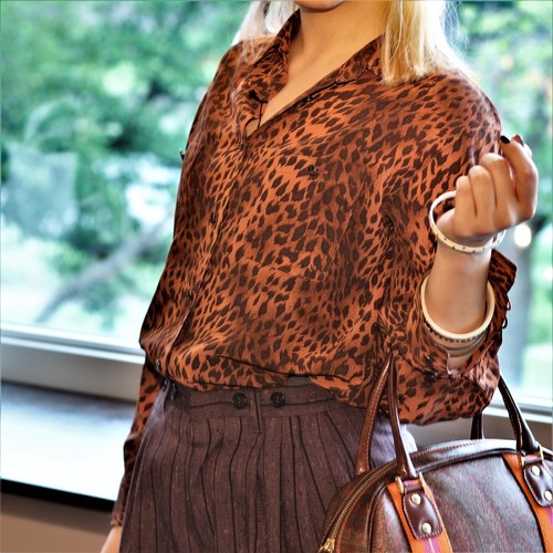RETRO LEOPARD PATTERNED LONG SLEEVE BLOUSE MADE IN JAPAN/レトロ古着レオパード柄長袖シャツ