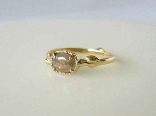 ナチュラルダイヤと植物の指輪(ベージュ)