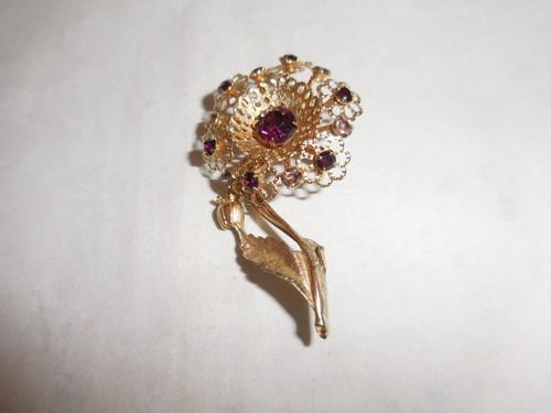 紫色の花ブローチ(ビンテージ) vintage brooch (purple color)