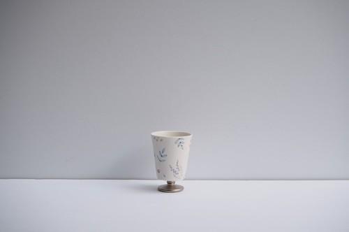 矢田久美子 上絵草花づくしゴブレット型茶杯 ②