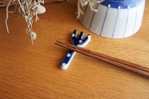 砥部焼/箸置き(フォーク型)/水玉/皐月窯