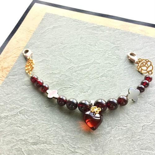 ぷっくりハートの琥珀とガーネットの羽織紐 マザーオブパール 四つ葉 アンティーク風 バラモチーフ 送料無料