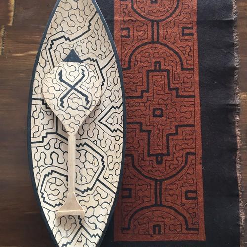 カヌー 白 シピボ族の木彫り