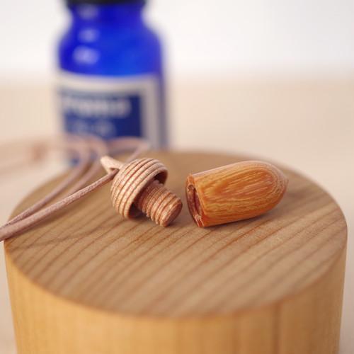 Aroma diffuser, Wood Carving Acorn, Pendant: KEYAKI & Maple