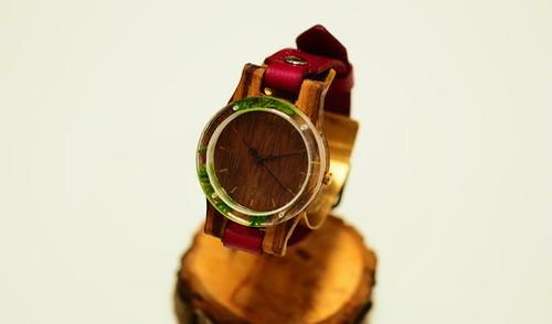 押花かすみ草の木製腕時計