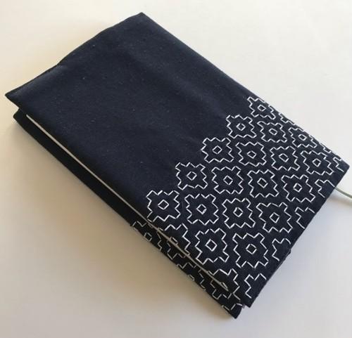 刺し子のブックカバー 単行本サイズ