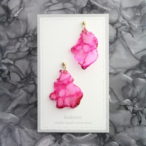 ローズピンク 色のかけら|オーガンジーのゆれるアシンメトリーピアス