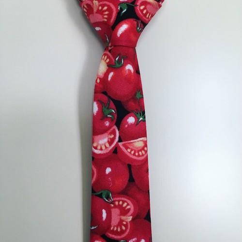 トマト柄ネクタイ