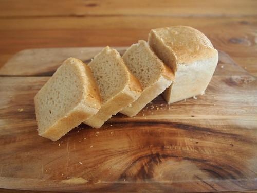 もちもちしっとり ホワイトソルガムブレッド(ミニ食パン形)1個