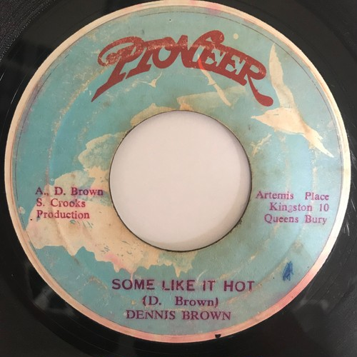 Dennis Brown (デニス ブラウン) - Some Like It Hot【7-10788】