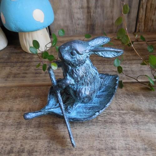 (174) SPI - HOME 舟こぐうさぎ ウサギのオブジェ ペーパーウェイト