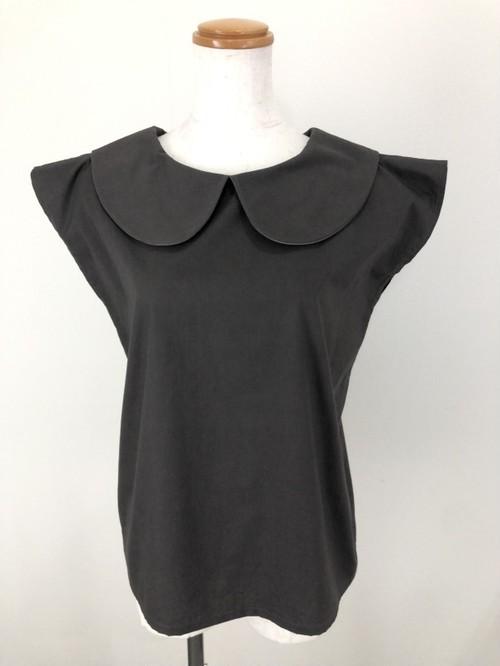 柔らかブロード生地で作ったチャコールグレーのシックなフレンチ袖丸襟ブラウス。一点もの 通勤 通学 コットン100% オールシーズン