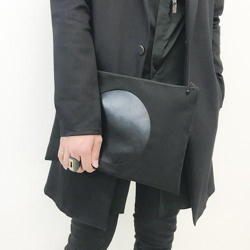 CIRCLE CLUTCH BAG
