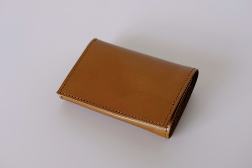 PLAY WALLET - LEATHER:VONOANILINE [SAND]
