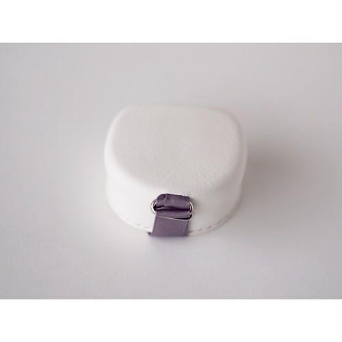 白い革の贈るはこ (M5_w) ・パープルリボン・