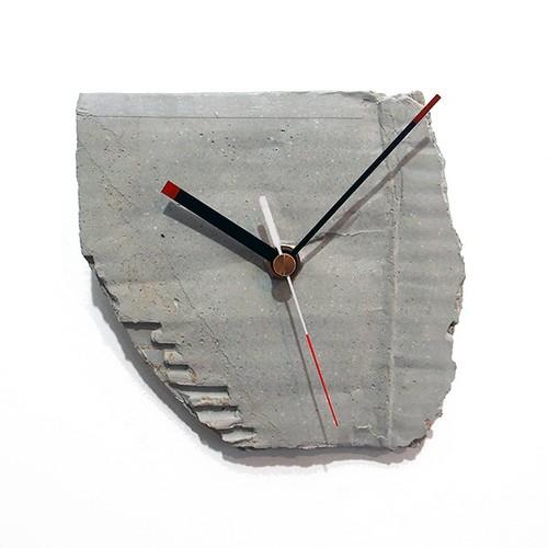 コンクリートの壁掛け時計【段ボール風】