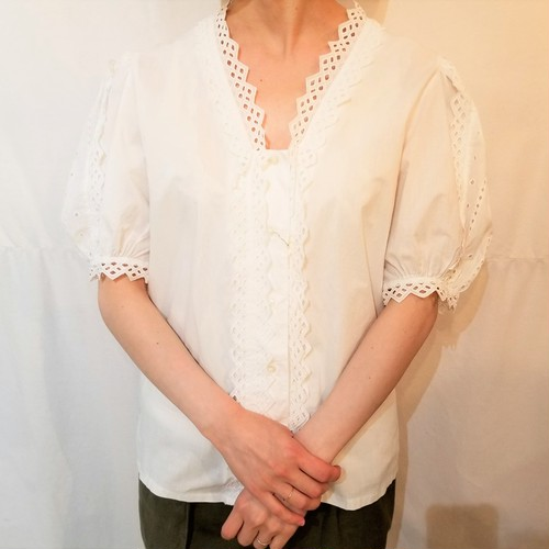 Diamond shaped lace blouse /Made In Austria [423]