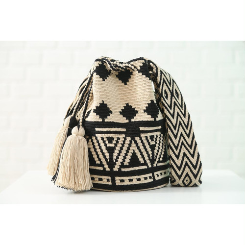 Chila Bags Poblado Black Bag