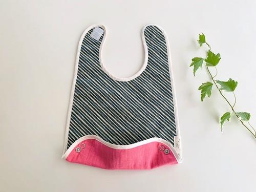 布製のリバーシブルお食事スタイ・カーキ斜めボーダーXピンク