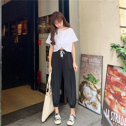 鎖骨チラ見せTシャツ+スウェットパンツ